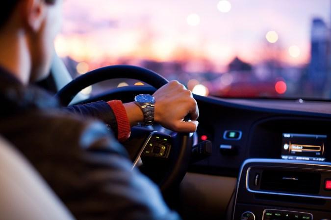 Im Auto ist Radio streamen noch immer keine Selbstverständlichkeit. Nur die wenigsten Autos verfügen von Haus aus über ein Car-HiFi-System, über das Radioprogramme aus dem World Wide Web gehört werden können. © Free-Photos / pixabay.com