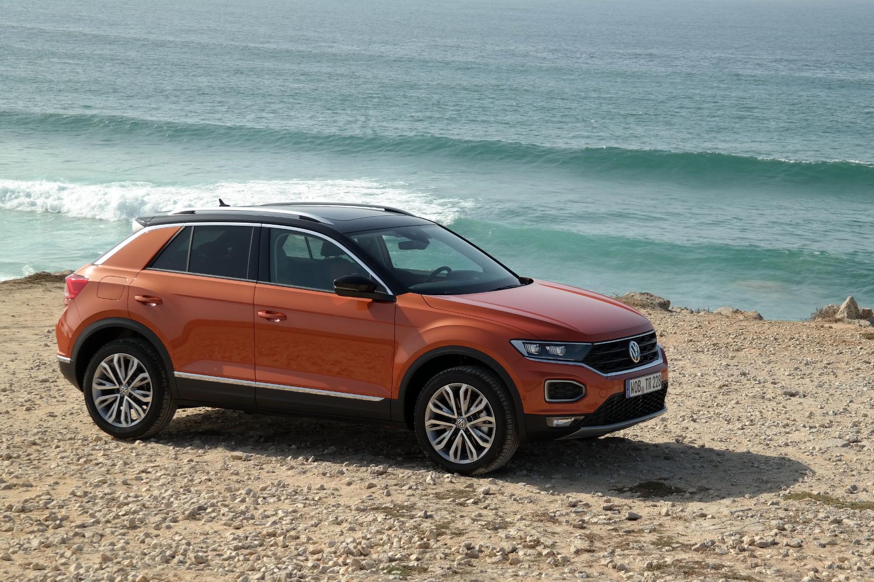 Schwarzes Dach, orange Karosserie: Beim neuen T-Roc setzt VW voll auf Farbe. © Rudolf Huber/mid / TRD