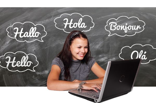 Mädchen am PC