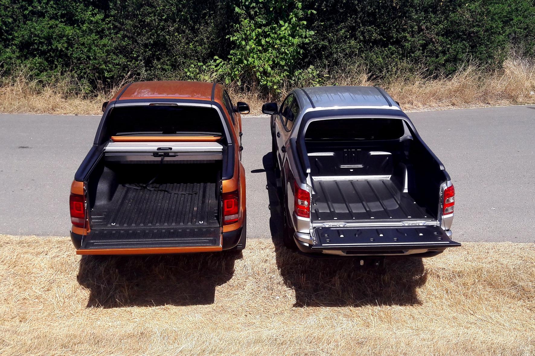 Die Ladefläche des Amarok (l., mit schickem Rollo) ist etwas geräumiger als die des Fullback. © Bianca Burger / mid /trdmobil