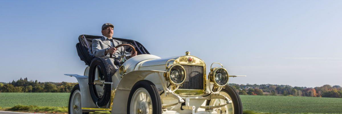 Hoch auf dem alten Wagen: Der Laurin & Klement vom Typ BSC feiert seinen 110. Geburtstag. Das seltene Fahrzeug wurde aufwendig restauriert und ist jetzt Star-Gast des Skoda-Museums.