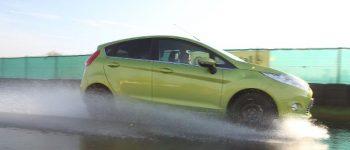 Weil Nebel die Sicht von Autofahrern zum Teil drastisch einschränkt, lautet die Devise: Fuß vom Gas. © ADAC / TRD mobil