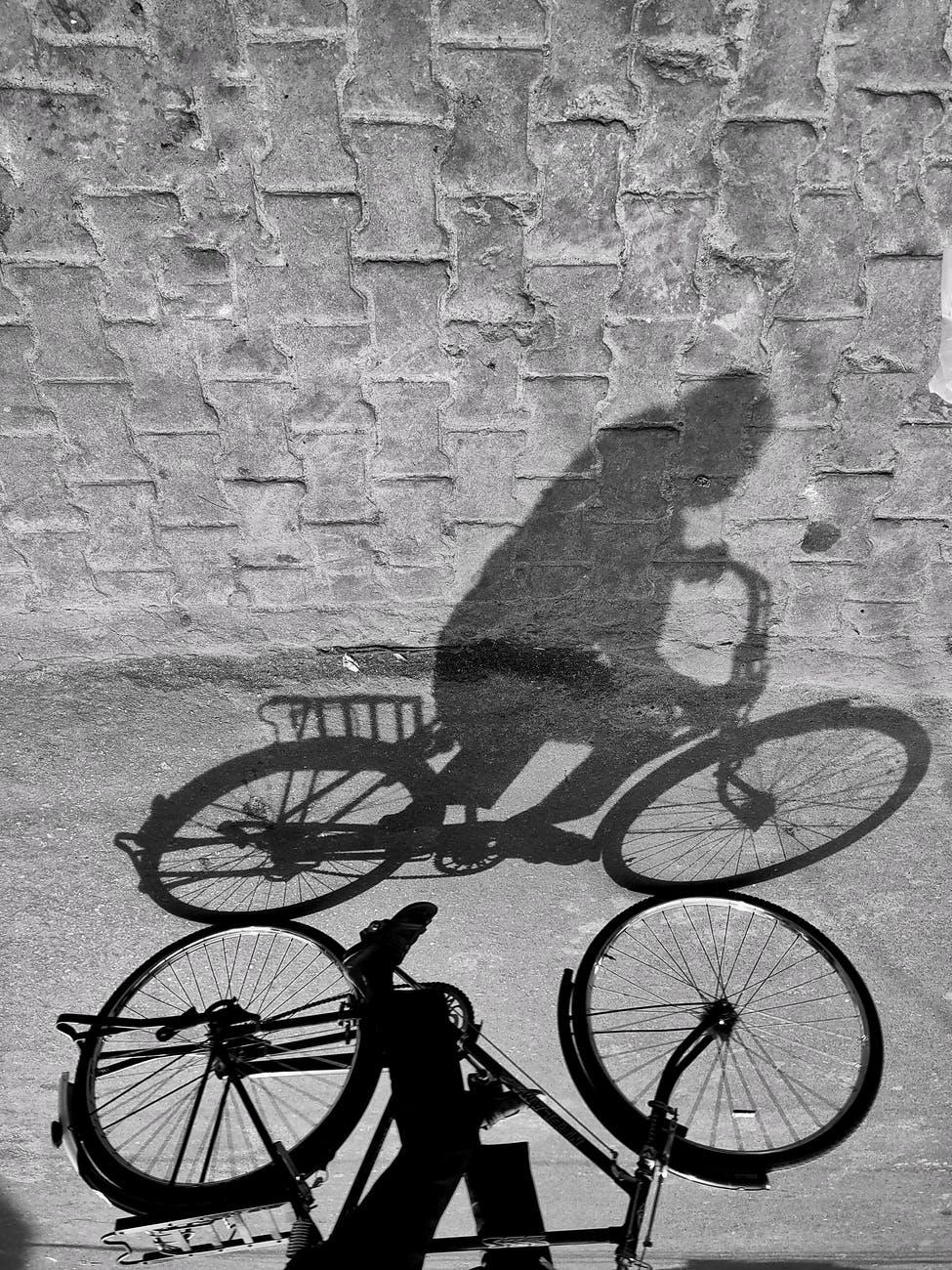 Fahrradfaher als Schattenbild