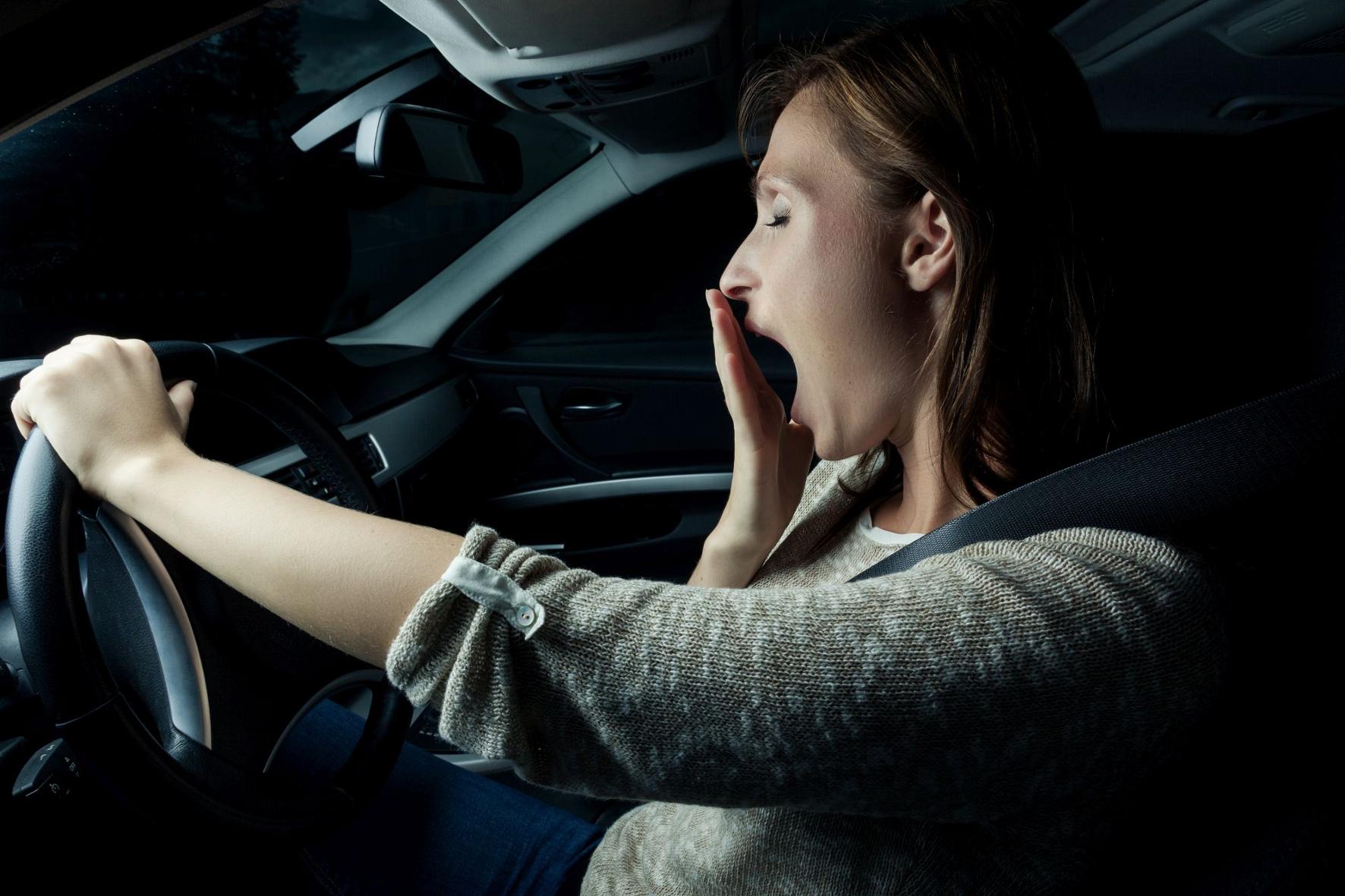 Nachtfahrten bereiten Frauen laut einer aktuellen Umfrage deutlich größere Probleme als Männern. © CosmosDirekt /TRD mobil
