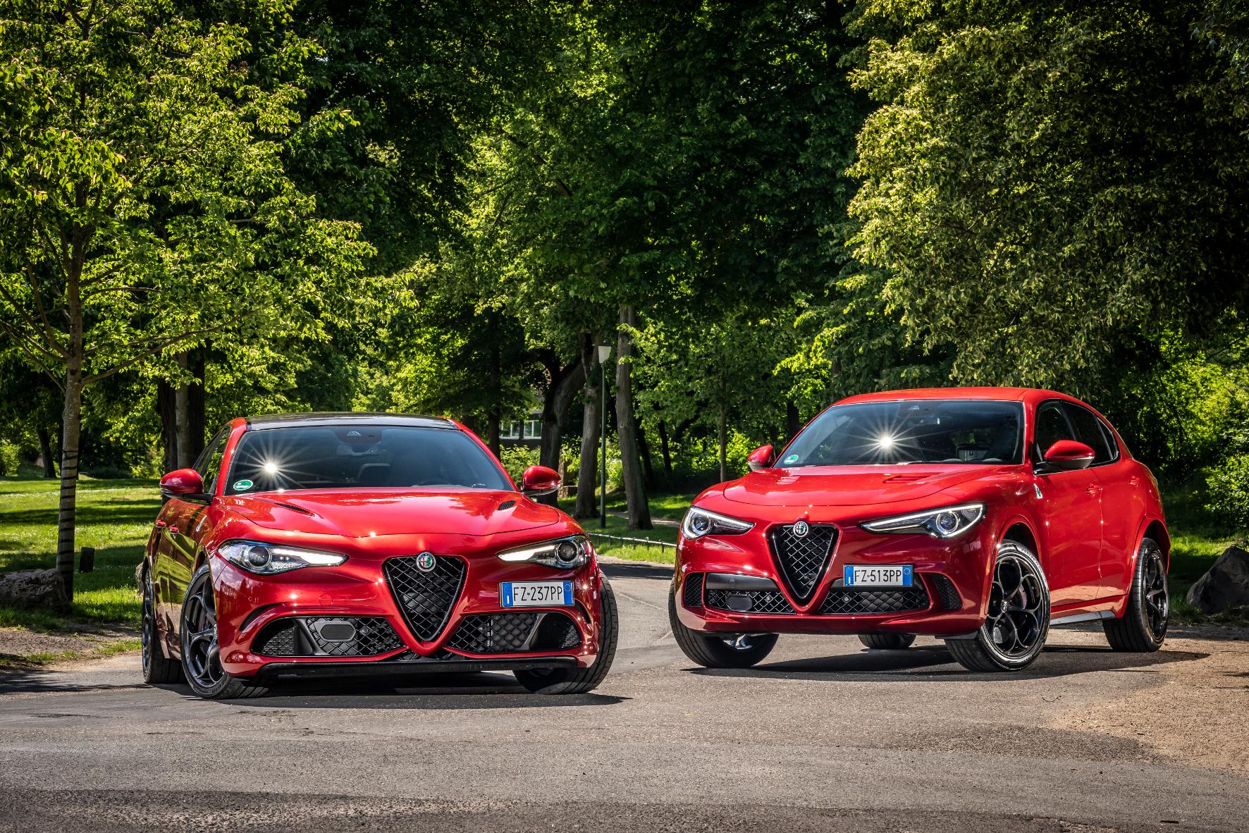 Ungleiches Paar mit vielen Gemeinsamkeiten: Alfa Romeo Giulia (links) und Stelvio Quadrifoglio greifen auf die gleichen sportiven Gene zurück. © Alfa Romeo /TRD mobil