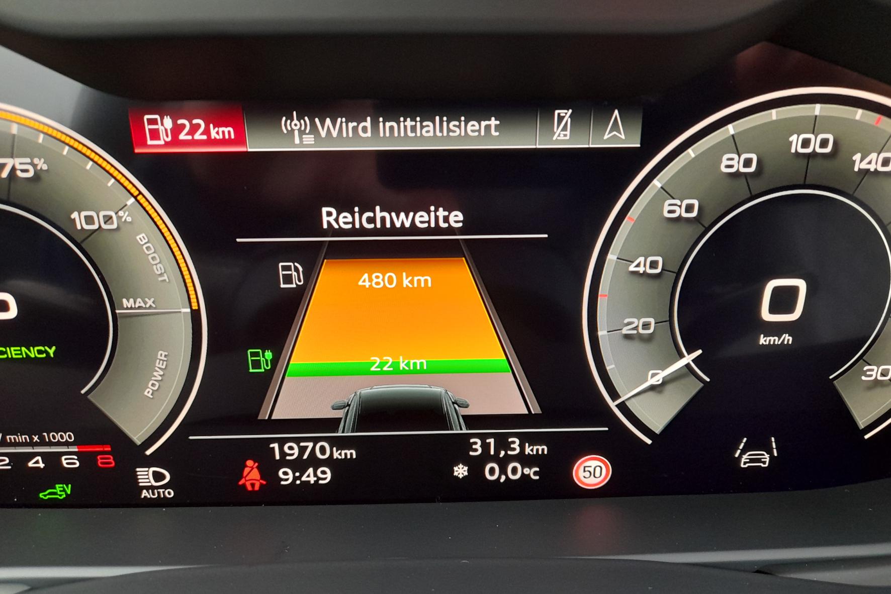 """Die Reichweiten-Anzeige beim Q8 ist nicht in Stein gemeißelt - er schafft auch mehr """"elektrische"""" Kilometer. © Rudolf Huber / mid / TRD mobil"""