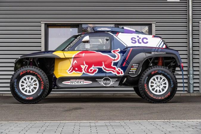 Alles andere als mini: der neue Mini John Cooper Works Buggy, mit dem das hessische X-raid-Team bei der legendären Rallye Dakar 2021 am Start ist. © X-raid / TRD mobil