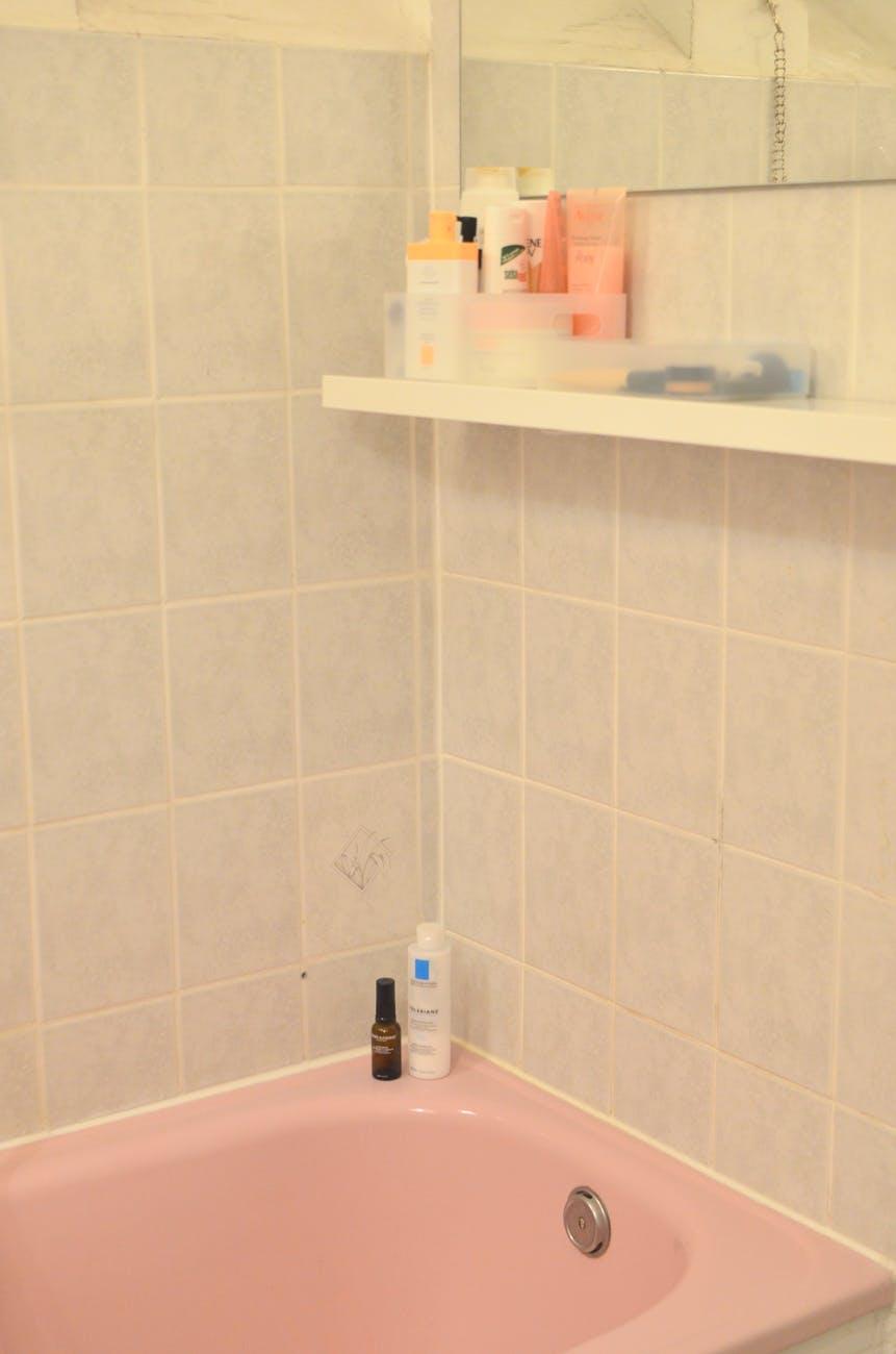 Verbraucher sollten außerdem die Luftfeuchtigkeit der eigenen Wohnung im Auge behalten. Photo by Skylar Kang on Pexels.com / TRD Bauen und Wohnen